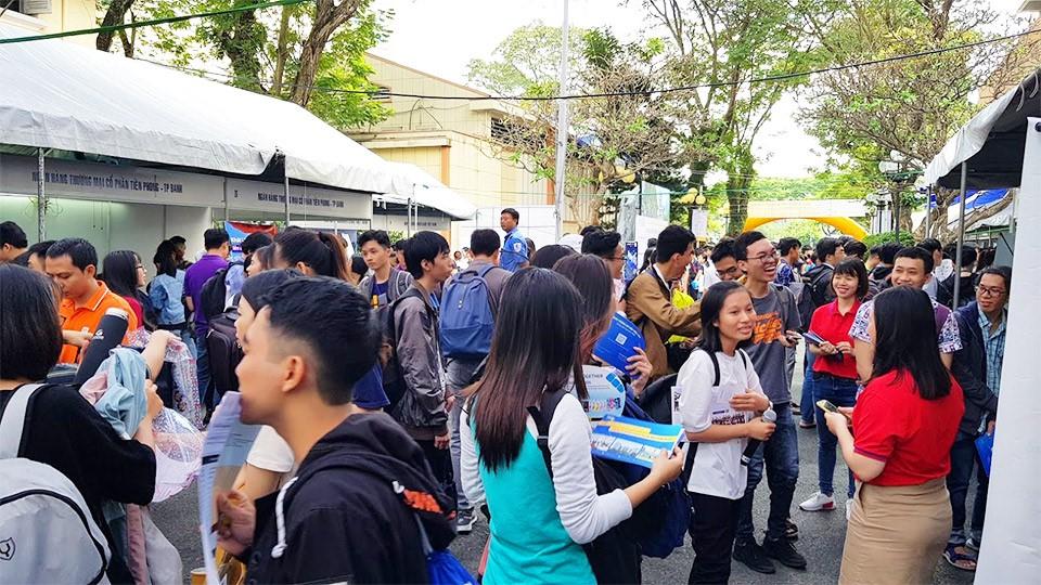 2019年の学生およびビジネスフェスティバルに参加した学生